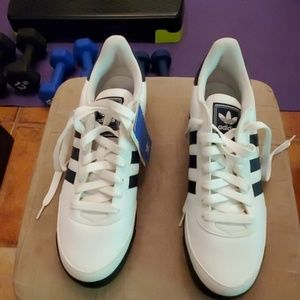 NWT Adidas Orion 2 sneakers